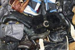 Muchos diversos hombres y zapatos de las mujeres Foto de archivo libre de regalías