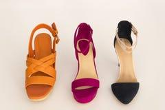 Muchos diversos zapatos Imágenes de archivo libres de regalías