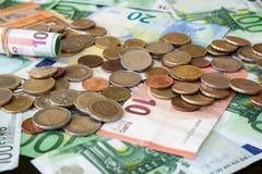 Muchos euros en cierre para arriba fotos de archivo libres de regalías