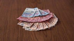 Muchos 50 20 10 euros en la tabla almacen de metraje de vídeo