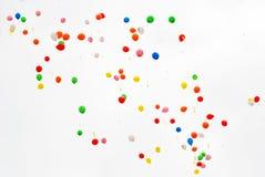 Muchos globos vuelan Imágenes de archivo libres de regalías