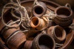 Muchos jarros de cerámica del recuerdo Fotografía de archivo