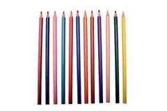 Muchos lápices coloreados aislados en el fondo blanco, lugar para el texto Fotografía de archivo libre de regalías