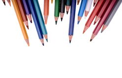 Muchos lápices coloreados aislados en el fondo blanco, lugar para el texto Foto de archivo libre de regalías