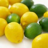 Muchos limones y cales Imagen de archivo libre de regalías