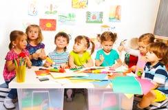 Muchos niños creativos Foto de archivo libre de regalías