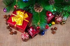 Muchos ornamentos y regalos del día de fiesta Imagen de archivo libre de regalías