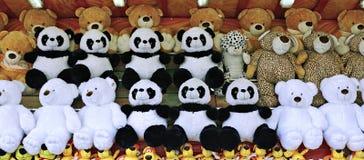 Muchos osos de peluche suaves de los juguetes Fotografía de archivo