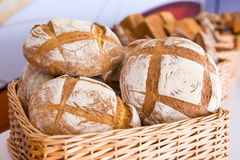 Muchos panes con la harina Fotos de archivo libres de regalías