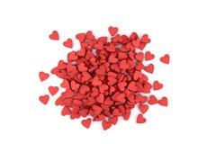 Muchos pequeños corazones rojos en el fondo blanco Fotos de archivo