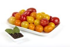 Muchos pequeños tomates orgánicos Fotografía de archivo libre de regalías