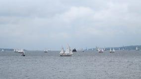 Muchos pequeños veleros - Kiel - Alemania - mar Báltico Fotos de archivo