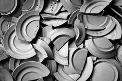 Muchos platos rotos stock de ilustración