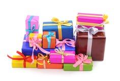 Muchos regalos brillantes imágenes de archivo libres de regalías