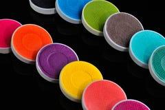 Muchos sombreadores de ojos coloridos, naturales, minerales Imagen de archivo libre de regalías
