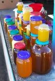 Muchos tarros de miel Imágenes de archivo libres de regalías