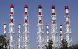 Muchos tubos industriales de la central eléctrica Fotos de archivo