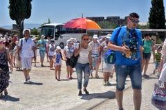 Muchos turistas en la entrada a la piscina de Cleopatra Imagen de archivo libre de regalías