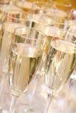 Muchos vidrios de champán chispeante Foto de archivo