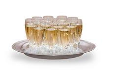 Muchos vidrios llenos de champán en la bandeja Foto de archivo