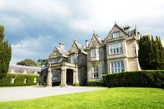 Muckrosshuis en tuin Killarney Nationaal Park, Ierland Kerry Country Stock Afbeelding