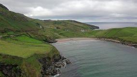 Mucross głowa jest małym półwysepem o 10km za zachód od Killybegs w okręgu administracyjnym Donegal w północno-zachodni Irlandia  zbiory wideo