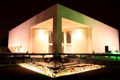 Mudam museum vid natt royaltyfri fotografi