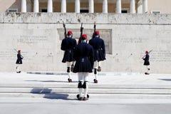 Mudança de Atenas Evzones do protetor Fotos de Stock