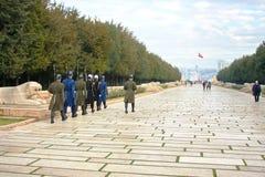 Mudança do protetor no mausoléu Anitkabir de Ataturk Ancara, Turquia foto de stock