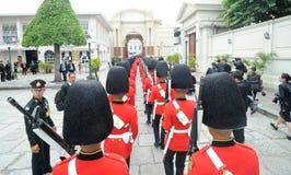 Mudança do protetor no palácio grande Imagens de Stock Royalty Free