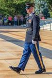 Mudança do protetor no túmulo do soldado desconhecido no cemitério nacional de Arlington imagem de stock royalty free