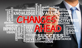 Mudanças adiante com o desenho relacionado da mão da nuvem da palavra pelo businessma Foto de Stock Royalty Free