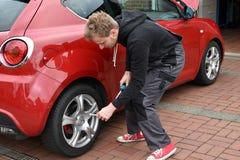 Mudança do pneu Imagens de Stock Royalty Free