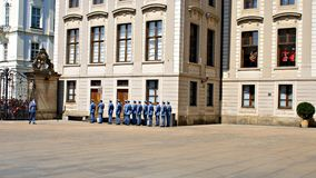 Mudando o protetor Ceremony no castelo de Praga Foto de Stock