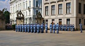 Mudando o protetor Ceremony no castelo de Praga Fotografia de Stock Royalty Free