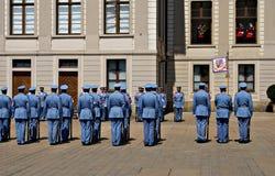 Mudando o protetor Ceremony no castelo de Praga Foto de Stock Royalty Free