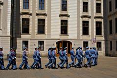 Mudando o protetor Ceremony no castelo de Praga Imagem de Stock Royalty Free