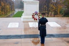 Mudando o protetor no cemitério nacional de Arlington em Washington Fotos de Stock Royalty Free