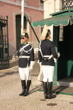 Mudando o protetor. Palácio presidencial. Lisboa. Portugal Fotografia de Stock