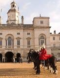 Mudando o protetor, parada dos protetores de cavalo. Imagem de Stock Royalty Free