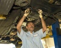 Mudando um pneu Fotos de Stock