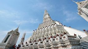 mudanza de la cámara 4K de la pagoda en Wat Arun en Bangkok almacen de metraje de vídeo