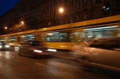 Mudanza de la tranvía y de los coches Imagen de archivo libre de regalías
