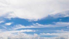 Mudanza de las nubes del cielo almacen de metraje de vídeo