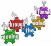 Mudanza a través de los clientes del embudo de las ventas que compran sus productos ilustración del vector