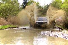 mudding路的Jeep Cherokee 库存照片