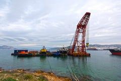 muddra flottörhus ny seaport för kran Arkivfoton