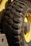 Muddy Digger Wheel mit gelber Ordnung Lizenzfreie Stockfotos