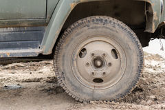 Muddy Dust Covered Vehicle Wheel photographie stock