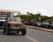 Muddy Vintage Jeep At Jeep vecka royaltyfri foto
